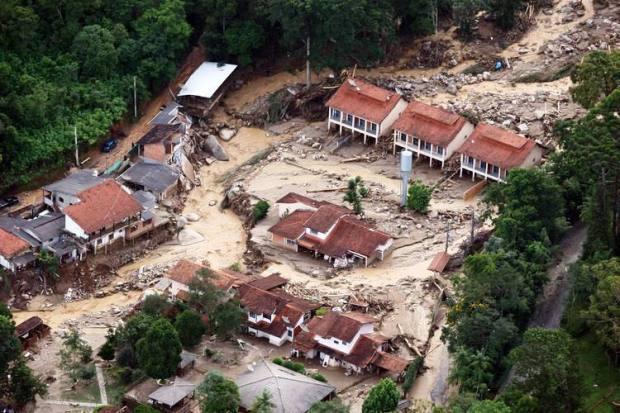 Enchente e inundação