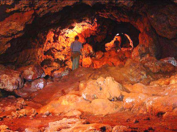 Caverna em região de Canga aflorante