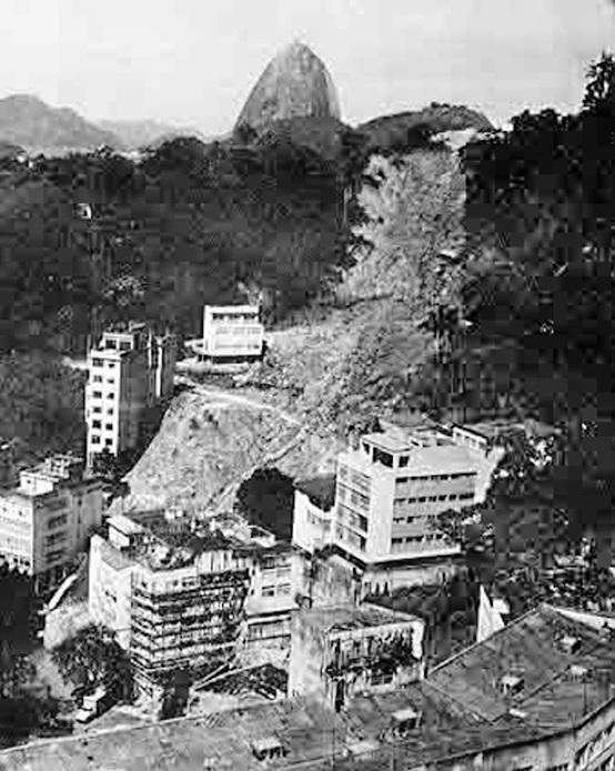 Imagem de um deslizamento em 1966 – Rua Cristóvão Barcelos, Laranjeiras