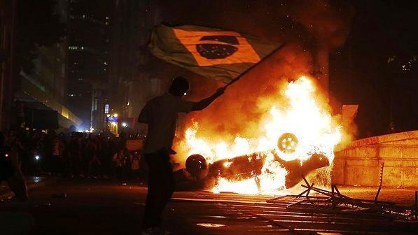 O brutal radicalismo dos infiltrados (políticos)