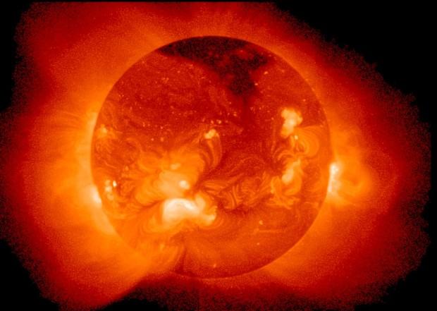 """Vista do Sol em """"máxima atividade solar"""""""