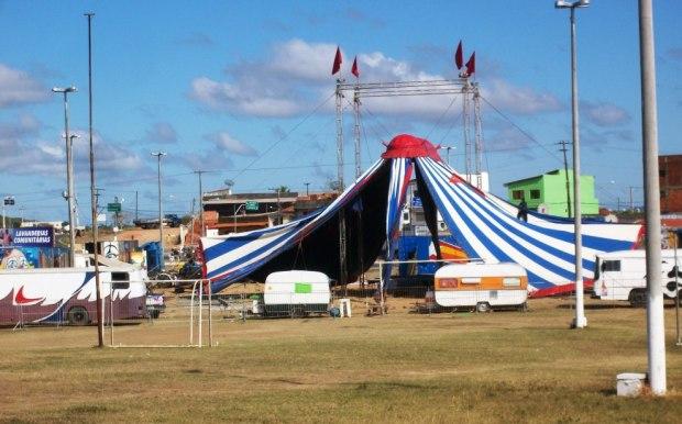 O circo subdesenvolvido chegou