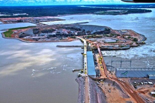Usina hidrelétrica na Amazônia
