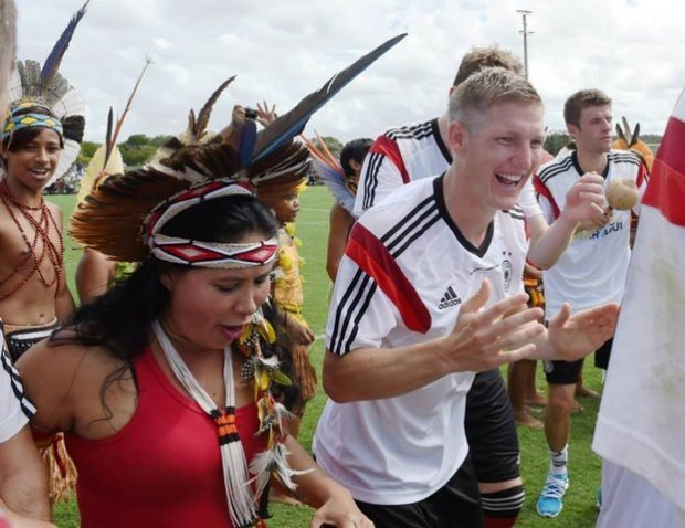 A formidável integração da equipe Alemã com a equipe Pataxó