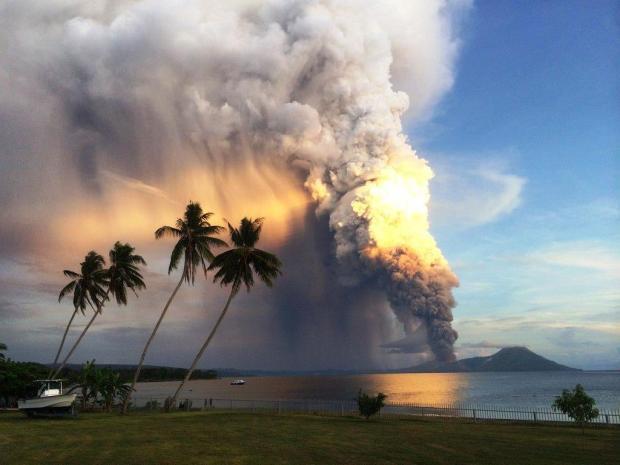 Monte Tavurvur entra de novo em erupção