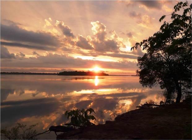 Nascer do Sol sobre o Ambiente da Amazônia