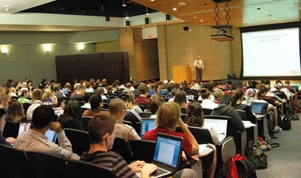 Curso bem ministrado, sala de aula cheia